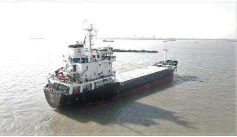 江苏大洋首艘29000吨杂货船试航