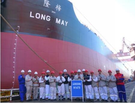 外高桥造船两艘21万吨散货船同日顺利出坞