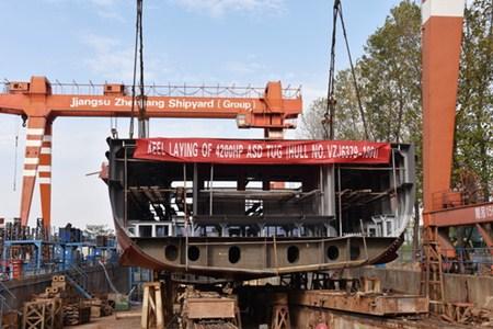 镇江船厂批量建造系列工作船第8艘顺利搭载