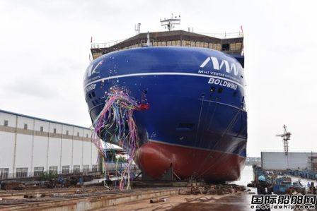 镇江船厂万吨级全电力推进甲板运输船顺利下水