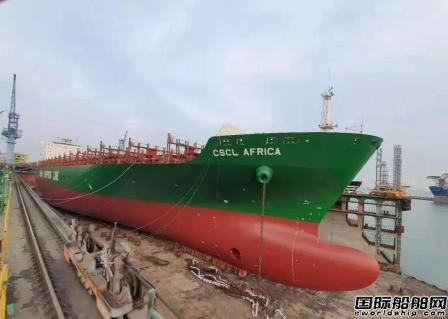 大连中远海运重工首次完成浮船坞内滑道换新球鼻艏