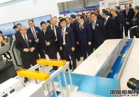 武船集团携众多明星产品亮相海事展