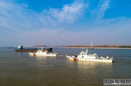 同方江新一天两艘海巡船启航离厂