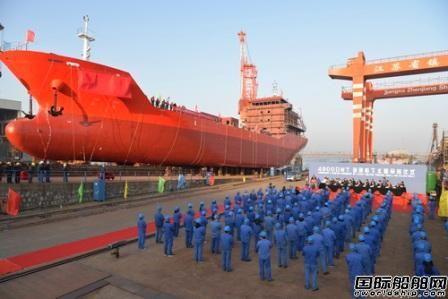 镇江船厂一艘4900吨硫磺船命名下水