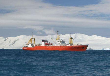 """俄""""北极""""号核动力破冰船出海试航"""