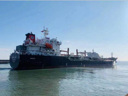 威海三进船业一艘1.1万吨油化船试航