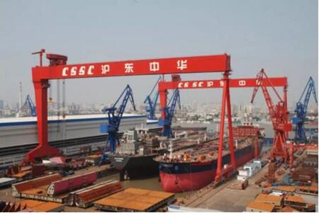 沪东中华站上集装箱船研发建造塔尖