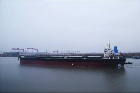 江苏海通海洋交付一艘52500吨散货船