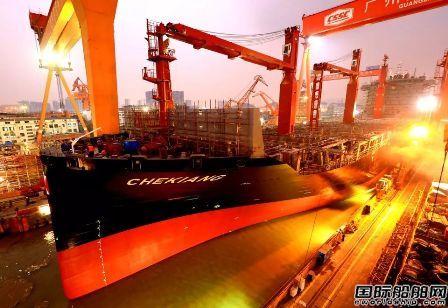 黄埔文冲建造1艘2350TEU集装箱船提前出坞