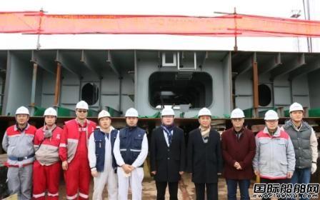 象屿海装一艘63500吨散货船续铺龙骨
