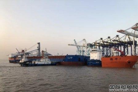 """""""振华7""""轮在上海成功浮装6艘工程船"""