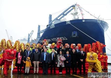 新扬子造船交付达飞轮船首制2200TEU集装箱船