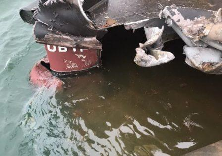 撞了!这艘中国籍杂货船撞上了船厂的船坞