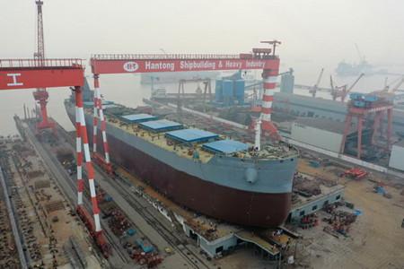 韩通船舶重工一艘82000吨散货船顺利下水