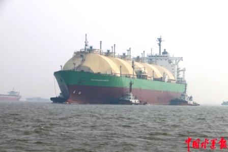 """太仓引航站安全引领无动力LNG船""""地中海能量""""轮"""