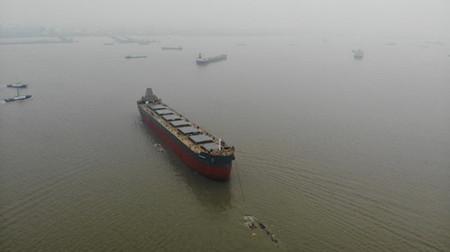 新韩通船舶重工一艘82000吨散货船顺利下水