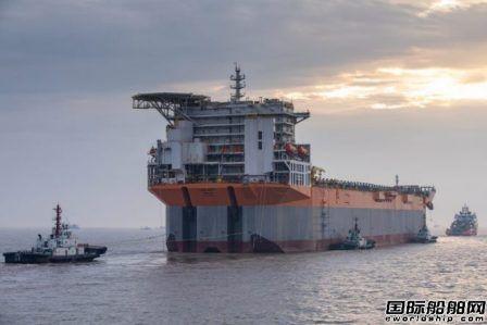 外高桥造船建造首艘通用型FPSO船体抵达新加坡