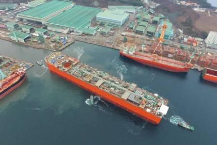 三星重工建造全球首个部署在深水FLNG船体下水
