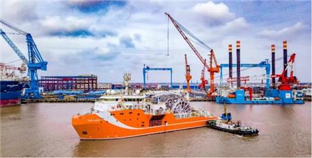 全球首制深海动力定位原油转驳船正式投入运营