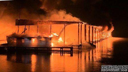 美国公园游艇码头起火8人死亡35艘游艇焚毁