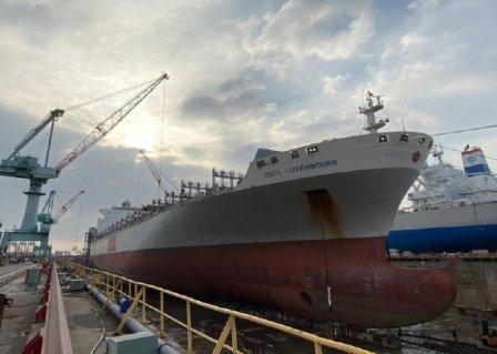 大陆船员不许下船?台船承修东方海外集装箱船