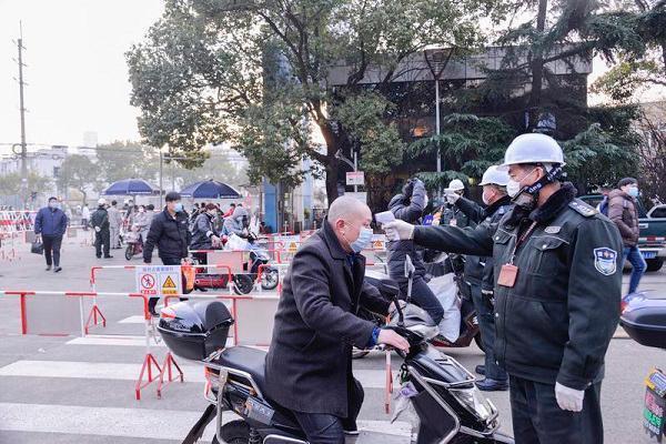 沪东中华复工第一天:员工错峰上班