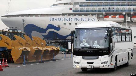"""""""钻石公主""""号邮轮首批11名乘客下船"""