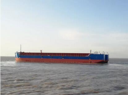 启东中远海运海工交付最后两艘12000吨顶推驳船