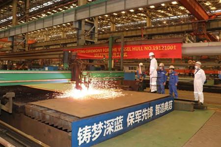 广船国际9.5万吨冰区散货船首制船顺利开工