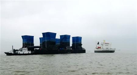 """两艘半潜船""""接力""""装载南通吉宝船厂海工产品"""