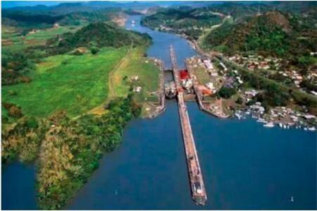 巴拿马运河出现船舶大量积压