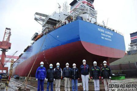 新扬子造船一坞内实现1船出坞3船落墩节点
