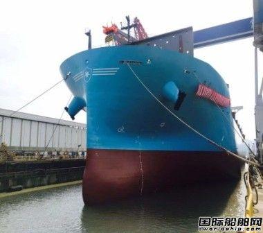 舟山常石造船复工2800TEU集装箱船顺利出坞