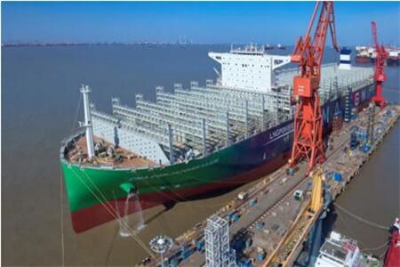 沪东中华建造全球首艘23000箱LNG动力集装箱船试航