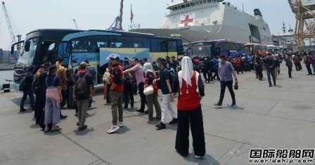"""""""世界梦""""号188名印尼船员结束无人岛隔离无人感染"""
