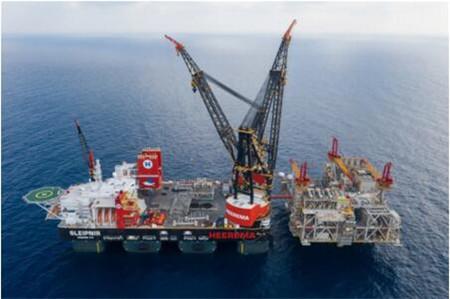 世界最大的半潜式起重船将抵达鹿特丹港