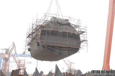 渤船集团深海装备综合试验船2205分段顺利下胎