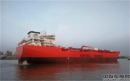沪东中华49000吨化学品4号船开始海试