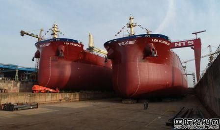 新时代造船两艘65000吨散货船同日下水