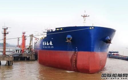 """首艘""""进江直达""""油轮靠泊南京港仪征港区"""