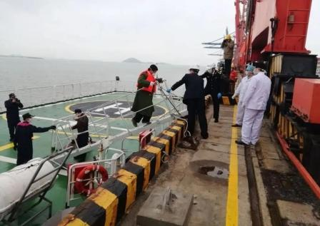 福建泉州海域一艘内河万吨船入海沉没
