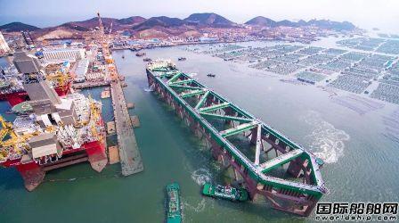 中集来福士建造全球最大深水养殖工船出海试航