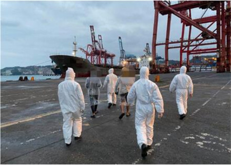 一货船被禁止靠泊船员擅自下船寻信号被调查