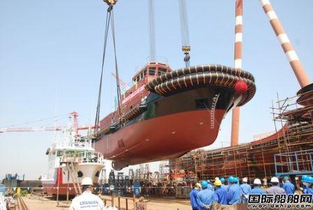 镇江船厂2942kW全回转拖轮顺利吊装下水
