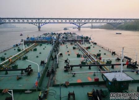 南京油运及时恢复运行17000吨拖驳编队
