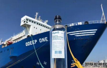 """法国矿泉水工厂船被""""征用""""转产消毒液"""