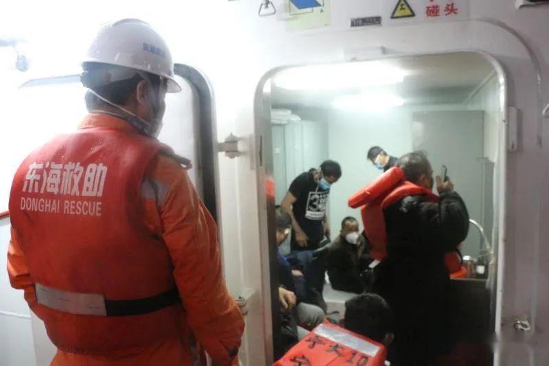 一艘船舶舟山海域搁浅倾斜7名船员遇险