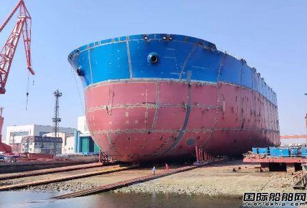 大船集团30万吨VLCC 88号船艏半段下水