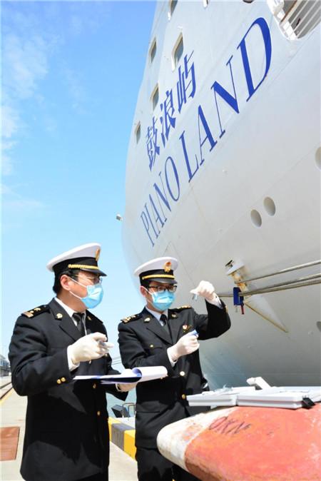 """""""孤独邮轮""""停泊吴淞口两个多月船员物资补给靠谁?"""