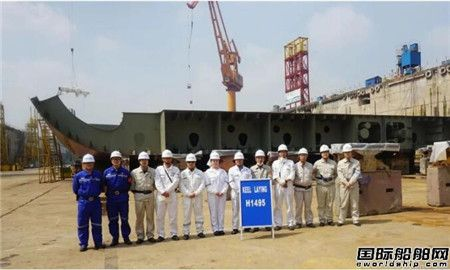 外高桥造船18万吨好望角型散货船H1495船下坞